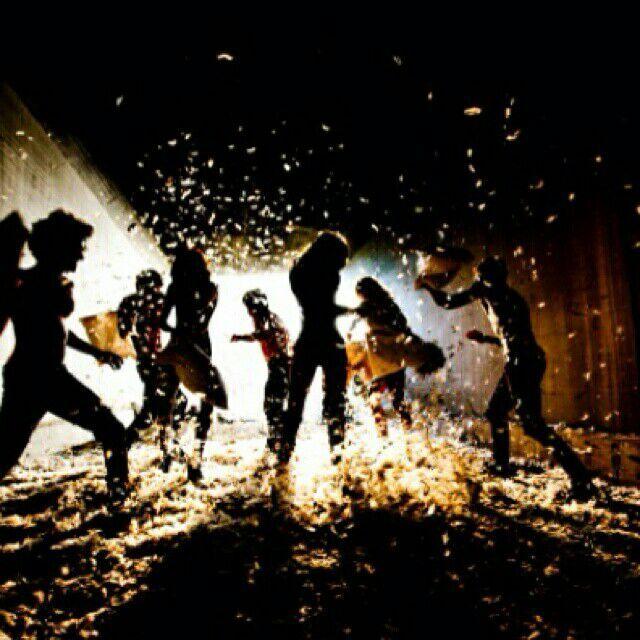北京站: 2015年12月24日 19:30-21:00(第一场);21:30-23:30(第二场) 地点:MAO LIVE HOUSE 北京东城区鼓楼东大街111号 (南北锣鼓巷之间的马路上) 购票:夜管家网 活动二 魔幻动物主题化妆派对 麋鹿、爱斯基摩犬、雪人纷至沓来 怎样过才特别? 要扮演那剽悍的猎豹,性感不失妖娆 还是要扮演那蛇蝎美人,一颦一笑,温柔妖娇 圣诞的火树银花,派对的神秘迷离 今夜的你,到底是谁?